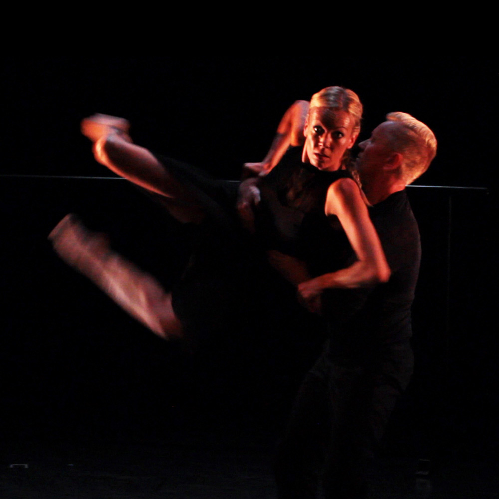 Eve Mutso & Daniel Kirspuu in Mutso's <I>elEven</I>.<br />© Merlin Bonning. (Click image for larger version)