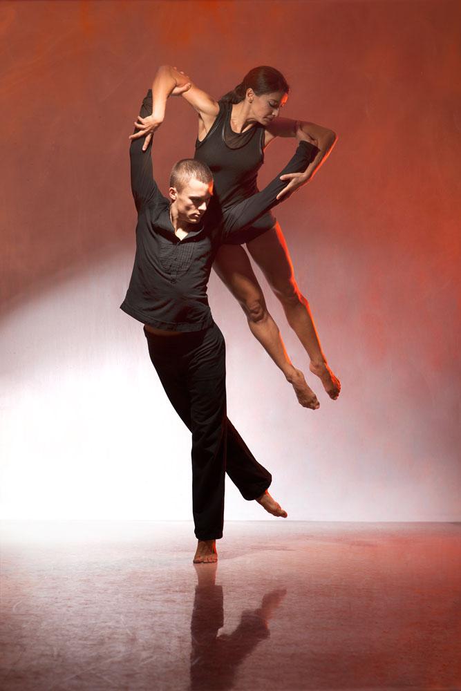 Nancy Nerantzi and Liam Riddick in Martin Lawrance's Burning.© Chris Nash. (Click image for larger version)