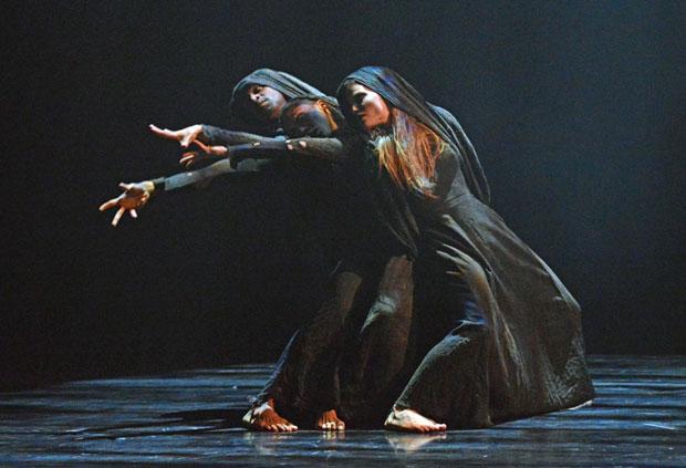 Rambert's Miguel Altunaga, Estela Merlos and Hannah Rudd in Altunaga's <I>Dark Eye</I>.<br />© Dave Morgan, courtesy the Royal Opera House. (Click image for larger version)