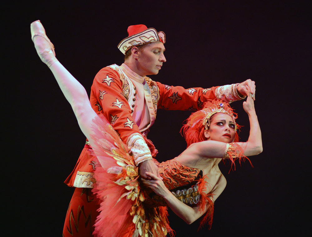 Roberta Marquez and Bennet Gartside in <I>The Firebird</I>.<br />© Dave Morgan, courtesy the Royal Opera House. (Click image for larger version)