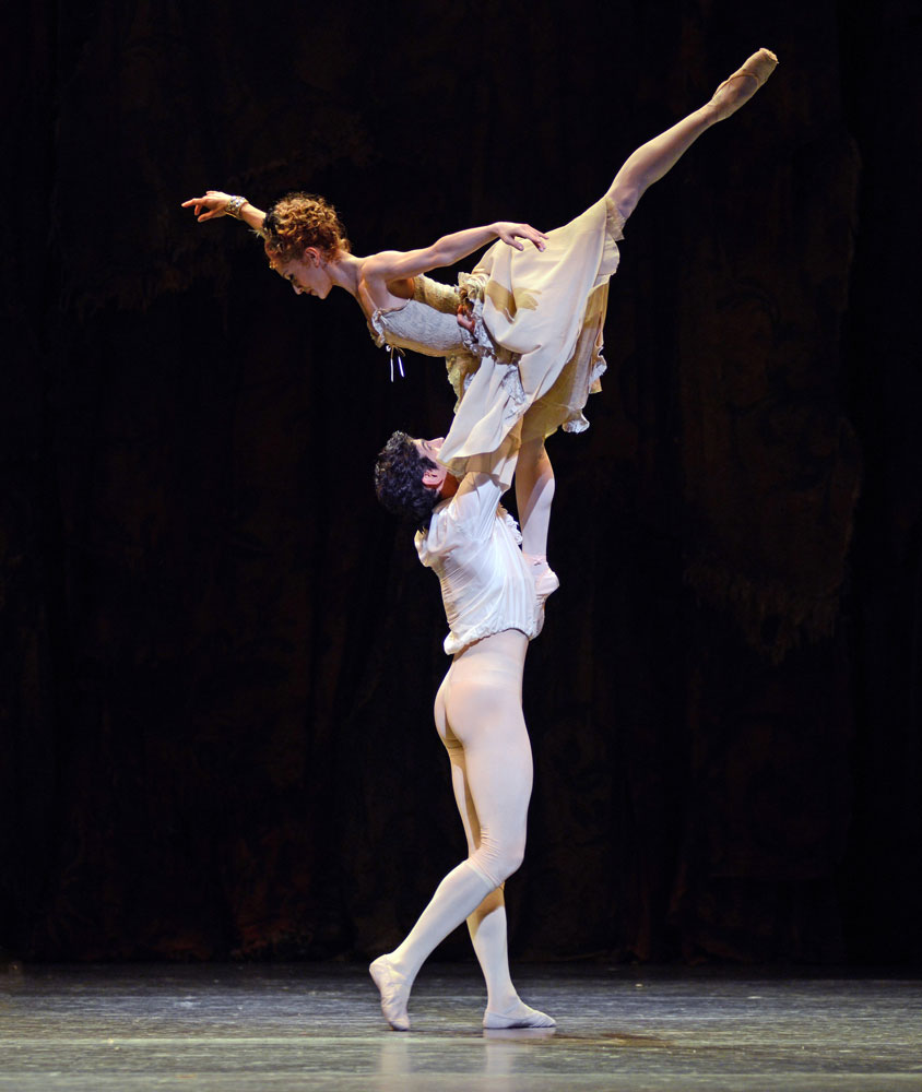 Marianela Nunez and Federico Bonelli in <I>Manon</I>.<br />© Dave Morgan, courtesy the Royal Opera House. (Click image for larger version)