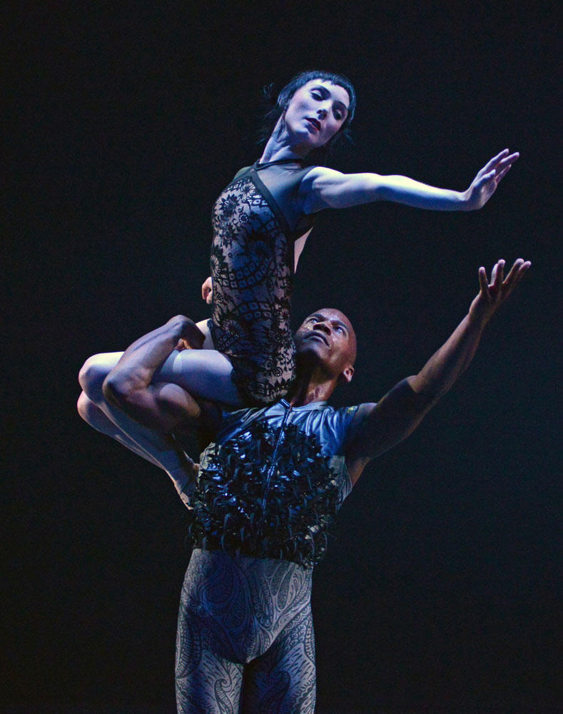 Sarah Lamb and Eric Underwood in the pas de deux from Wayne McGregor's <I>Raven Girl</I>.<br />© Dave Morgan, courtesy the Royal Opera House. (Click image for larger version)