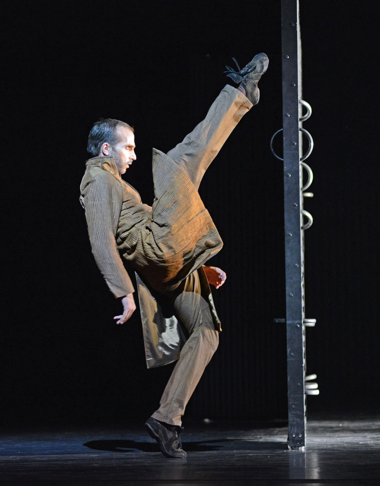 Jan-Eric Wikstrom (Prince) in Mats Ek's <I>Juliet and Romeo</I>.<br />© Dave Morgan. (Click image for larger version)