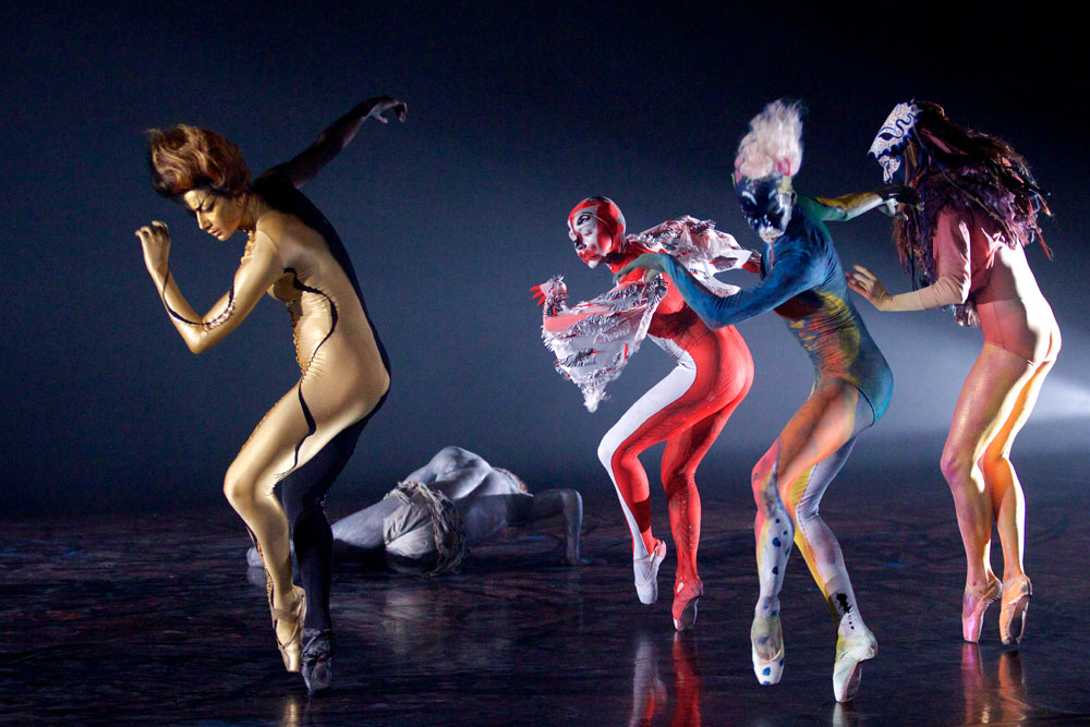 Royal Ballet in <I>Unearthed</I>.<br />© ROH 2014. Photographed by Alice Pennefather. (Click image for larger version)