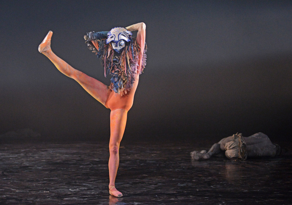 Hannah Grennell in <I>Unearthed</I>.<br />© Dave Morgan, courtesy the Royal Opera House. (Click image for larger version)