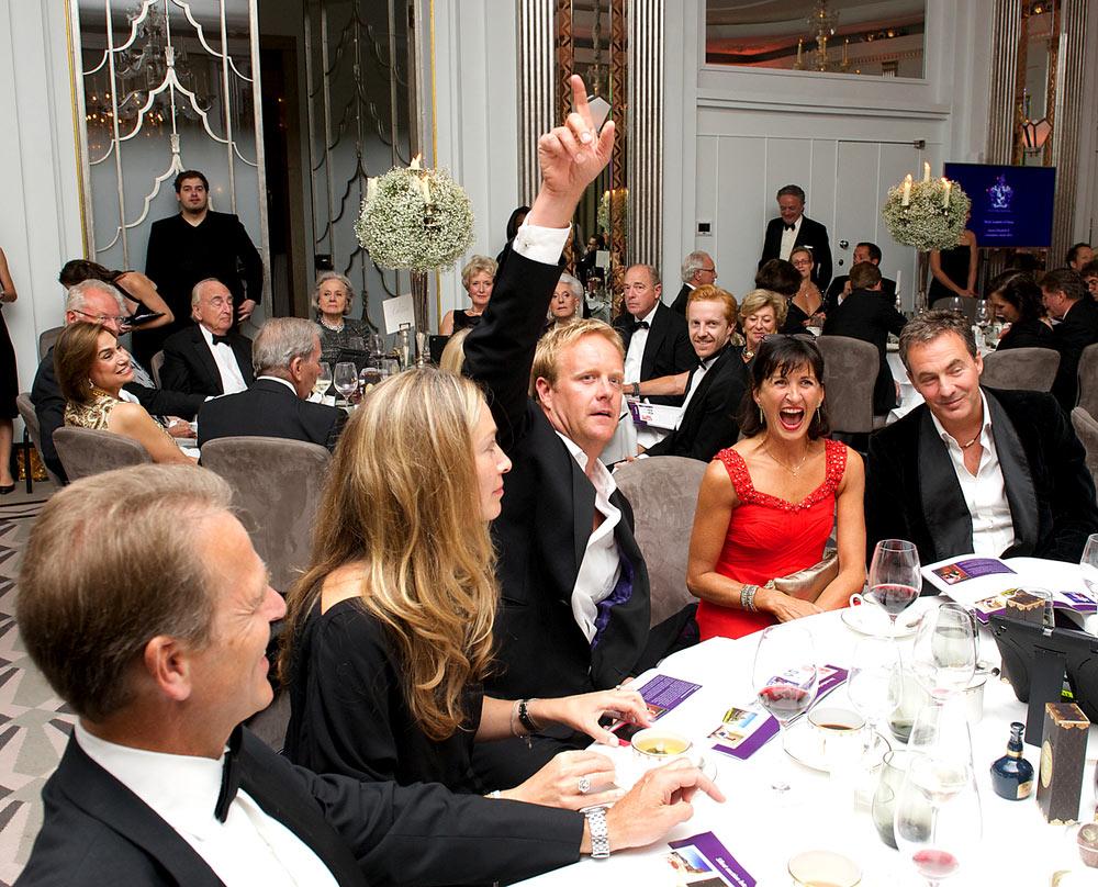 QEII Award guests bid for auction items.<br />© Elliott Franks, Royal Academy of Dance . (Click image for larger version)