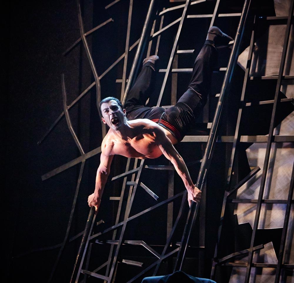 Tobias Batley in <I>Dracula</I>.<br />© Justin Slee. (Click image for larger version)