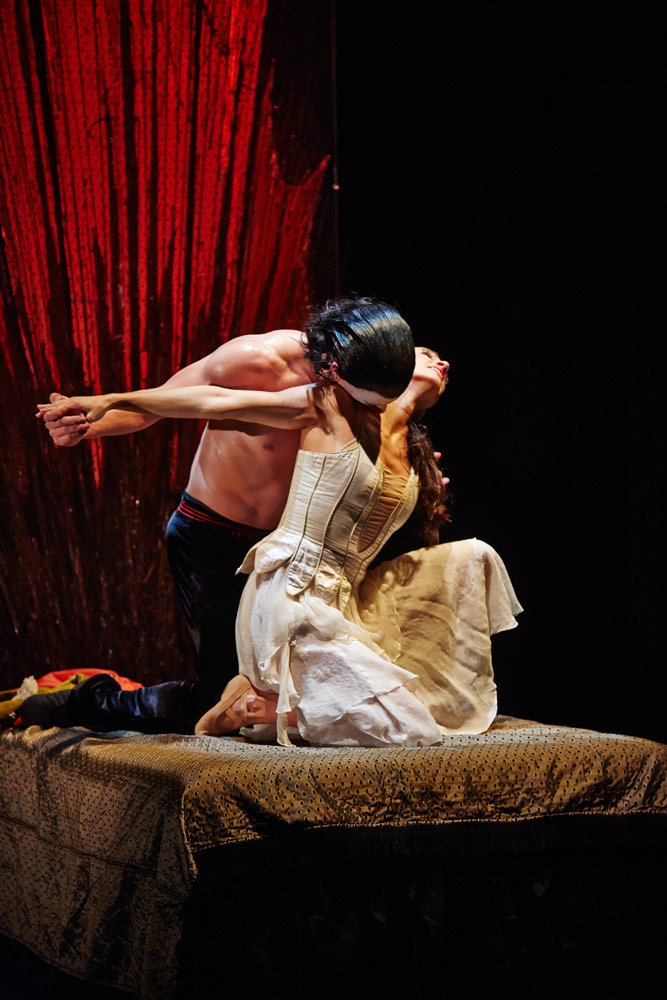 Tobias Batley as Dracula and Martha Leebolt as Mina in <I>Dracula</I>.<br />© Justin Slee. (Click image for larger version)
