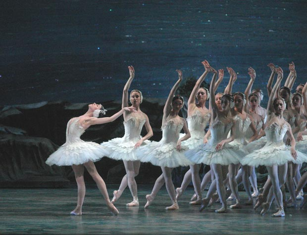 Paloma Herrera in <I>Swan Lake</I>.<br />© Rosalie O'Connor. (Click image for larger version)
