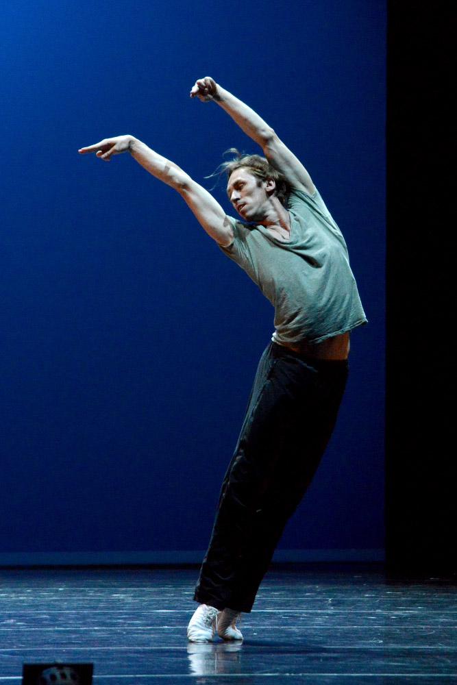 Igor Kolb, Mariinsky Ballet, in Carmen Suite.© Sunkyung Reina Jang. (Click image for larger version)