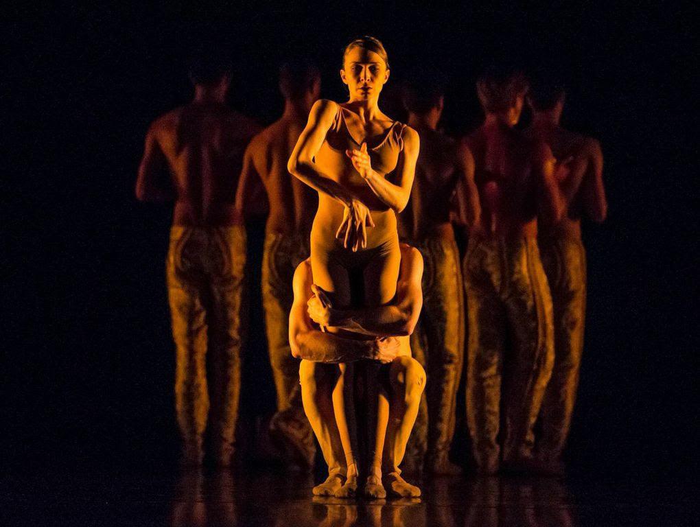 Jason Hortin, Kellie Epperheimer and Hubbard Street Dance in Nacho Duato's Gnawa.© Todd Rosenberg. (Click image for larger version)