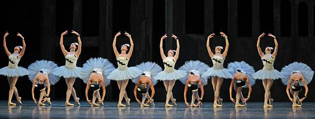 The Royal Ballet in <I>Scènes de ballet</I>.<br />© Dave Morgan, courtesy the Royal Opera House. (Click image for larger version)