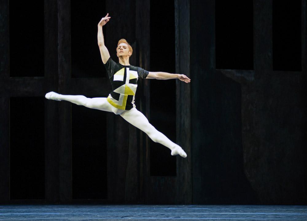 Steven McRae in <I>Scènes de ballet</I>.<br />© Dave Morgan, courtesy the Royal Opera House. (Click image for larger version)