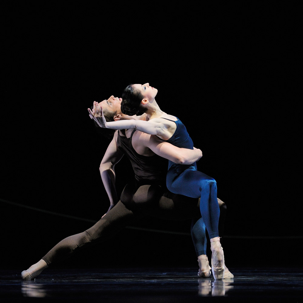 Sofiane Sylve and Luke Ingham in van Manens Variations for Two Couples.© Erik Tomasson. (Click image for larger version)