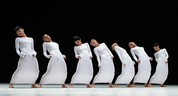 TAO Dance Theatre in <I>7</I>.<br />© Foteini Christofilopoulou. (Click image for larger version)