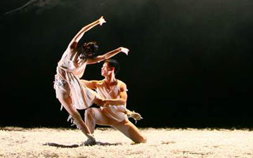 Beijing Dance Theater in Wild Grass.© Han Jiang. (Click image for larger version)