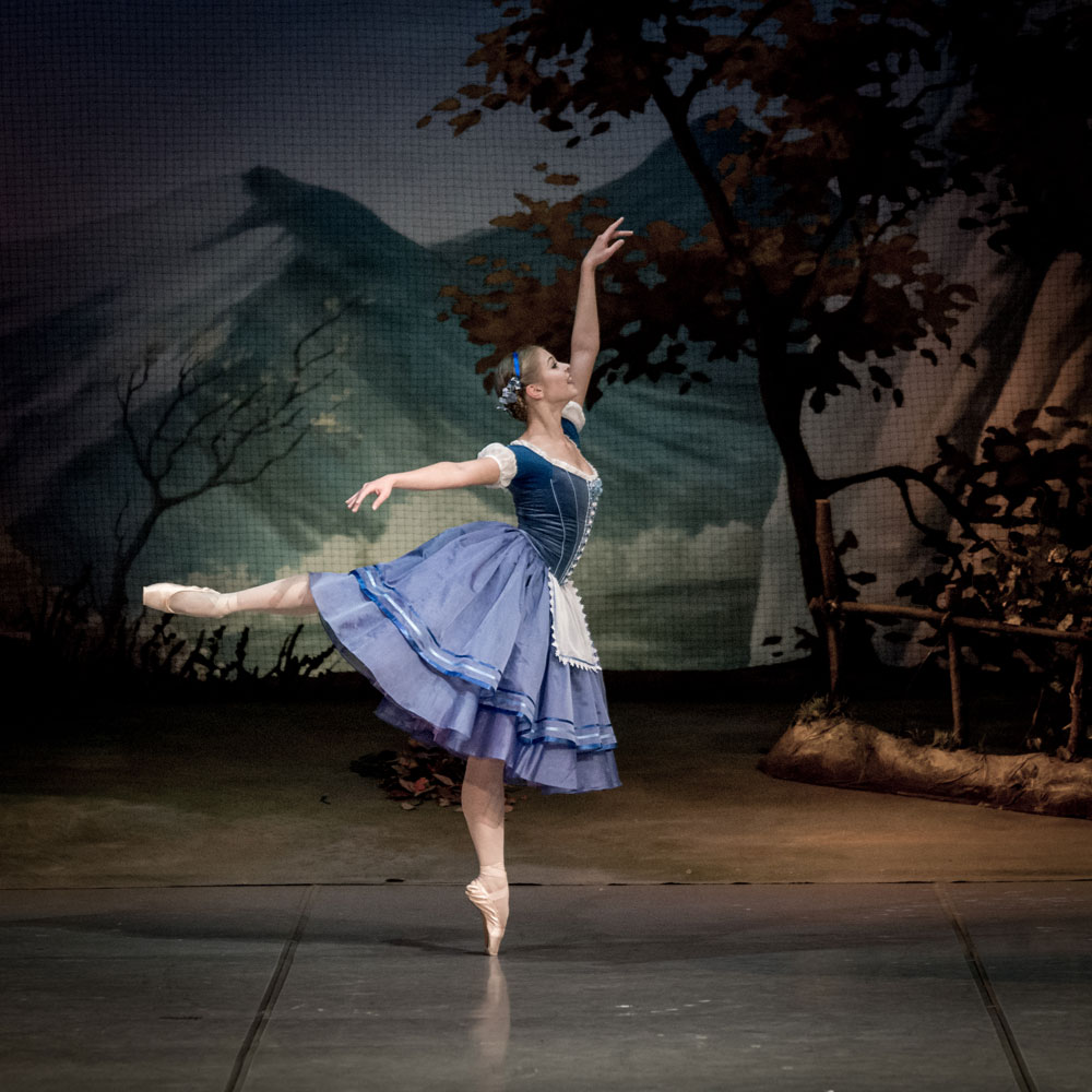 Angelina Vorontsova in Act I of Giselle.© Jack Devant, courtesy the Mikhailovsky Ballet. (Click image for larger version)