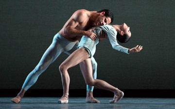 Hee Seo and Marcelo Gomes in Liam Scarlett's With a Chance of Rain.© Marty Sohl. (Click image for larger version)