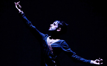 Aakash Odedra in Nritta.© Kajal Nisha Patel. (Click image for larger version)