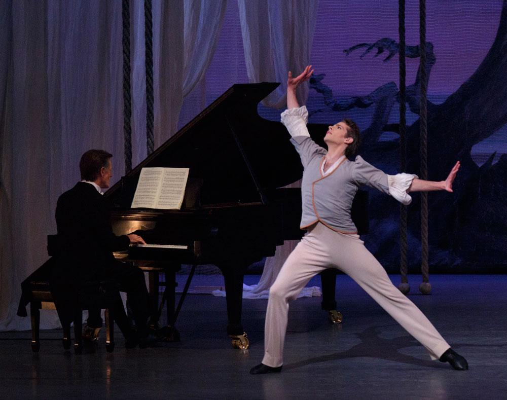 Russell Janzen in Balanchine's <I>Davidsbundlertänze</I>.<br />© Paul Kolnik. (Click image for larger version)