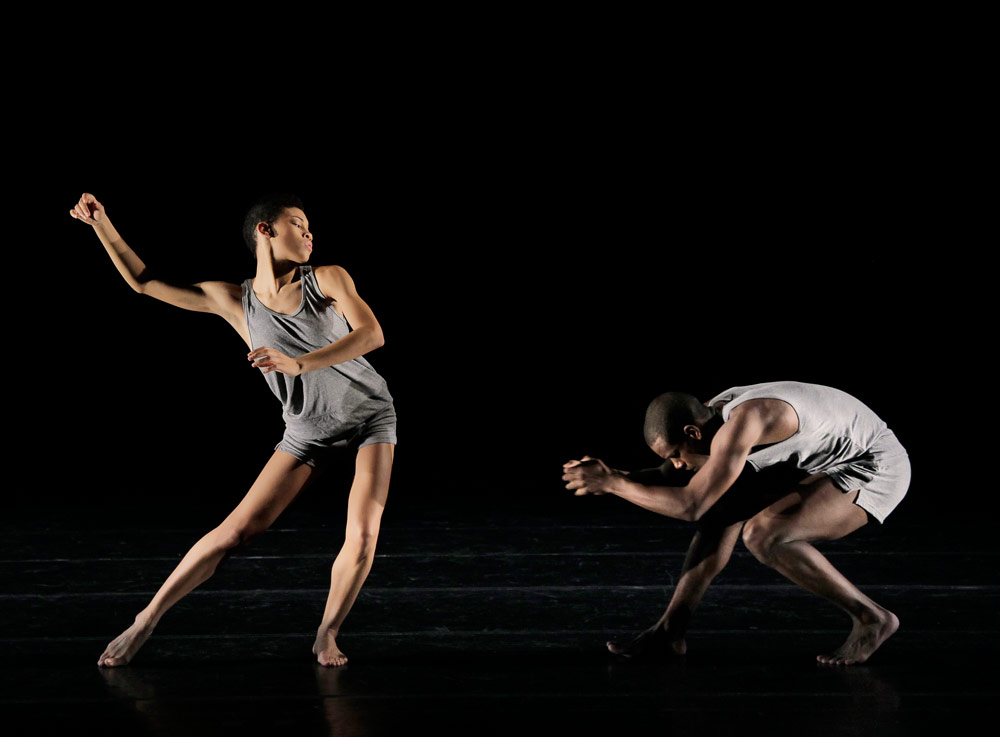 Ghrai DeVore and Kirven Douthit-Boyd in Ohad Naharin's <I>Minus 16</I>.<br />© Paul Kolnik. (Click image for larger version)
