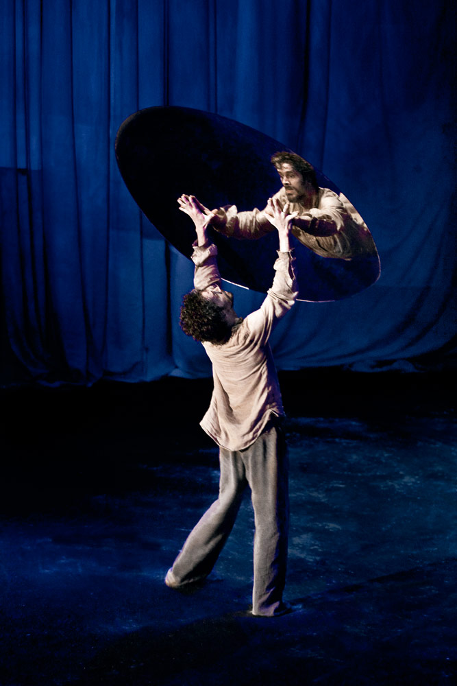 James Thierrée's <I>Raoul</I>.<br />© Richard Haughton. (Click image for larger version)