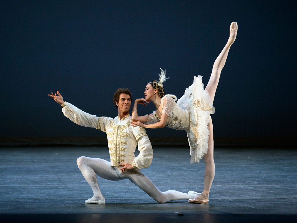 Hee Seo and James Whiteside in <I>Raymonda Divertissements</I>.<br />© Rosalie O'Connor. (Click image for larger version)