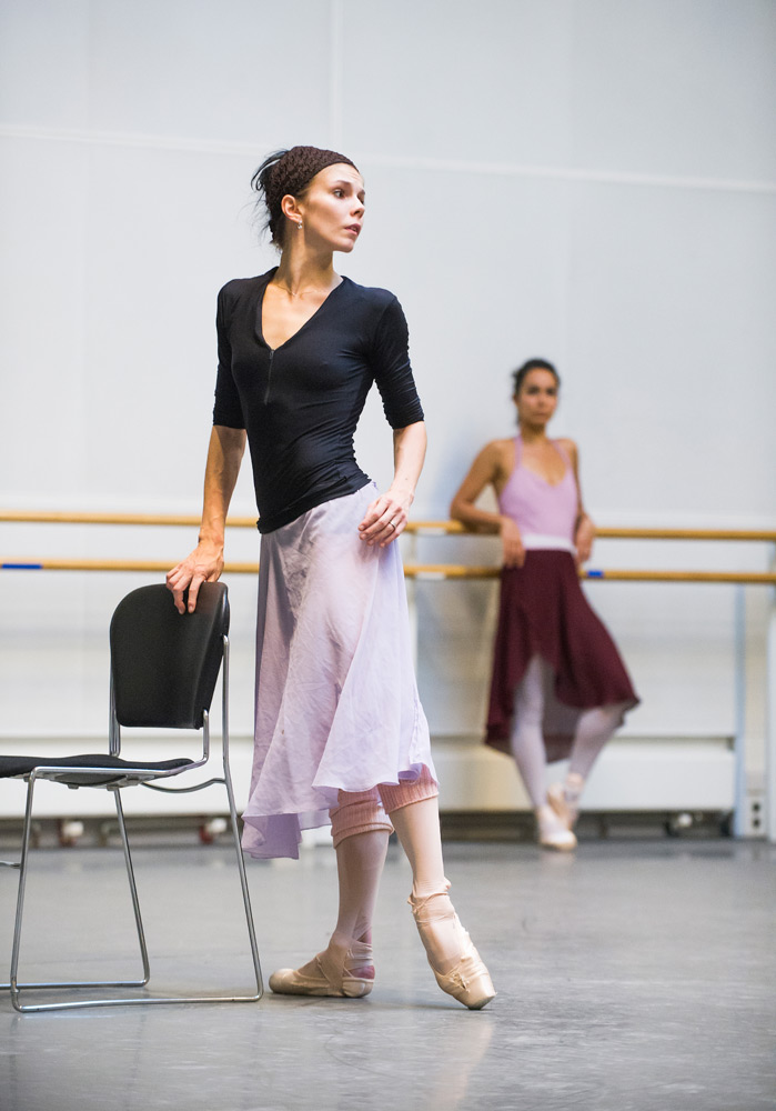 Natalia Osipova in rehearsals at the ROH for <I>A Month in the Country</I>.<br />© ROH, 2014. Photographed by Tristram Kenton. (Click image for larger version)
