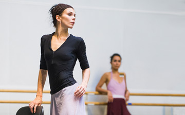 Natalia Osipova in rehearsals at the ROH for A Month in the Country.© ROH, 2014. Photographed by Tristram Kenton. (Click image for larger version)