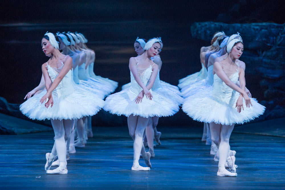 English National Ballet in <I>Swan Lake</I>.<br />© ASH. (Click image for larger version)