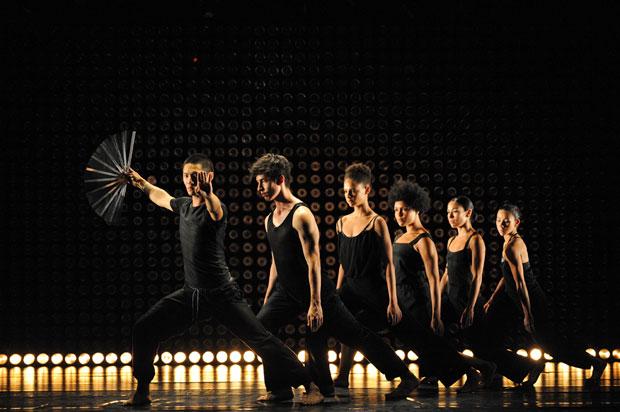 Julian Wong, Josh Mu, Sophia Ndaba, Jessie Oshodi, Marnie Palomares and Melanie Palomares in <I>AM I</I>.<br />© Branco Gaica. (Click image for larger version)