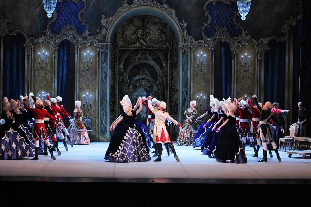 Mikhailovsky Ballet in Flames of Paris.© Costas. (Click image for larger version)