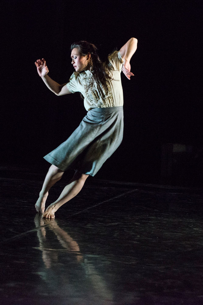Vanessa Vince-Pang in Christopher Bruce's Shadows.© Foteini Christofilopoulou. (Click image for larger version)