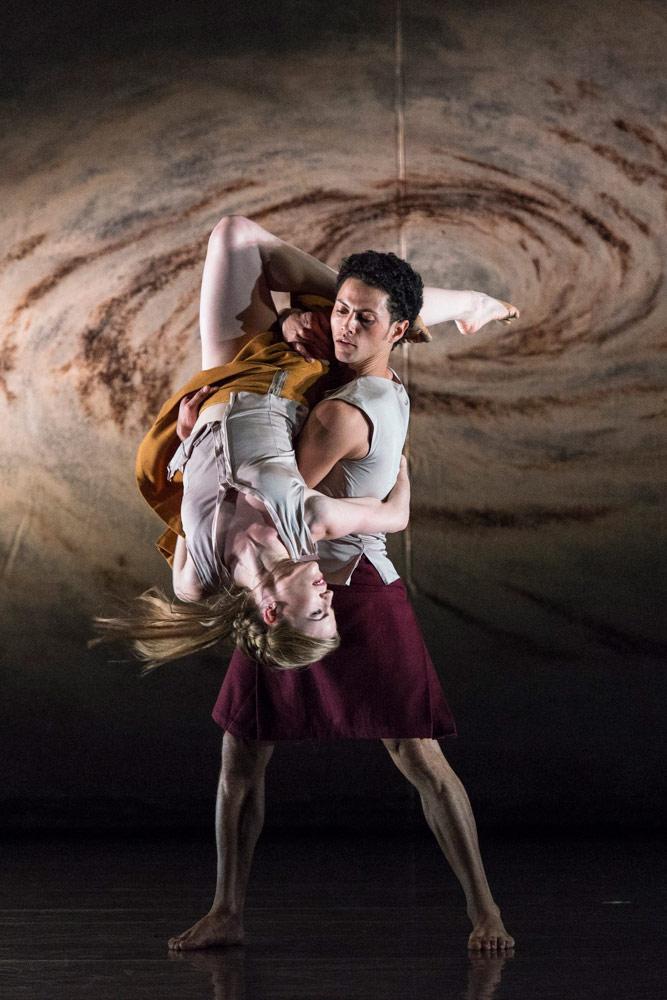 Hannah Rudd and Dane Hurst in Shobana Jeyasingh's <I>Terra Incognita</I>.<br />© Foteini Christofilopoulou. (Click image for larger version)