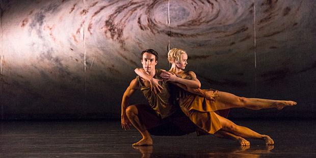 Pierre Tappon and Simone Damberg Würtz in Shobana Jeyasingh's Terra Incognita.© Foteini Christofilopoulou. (Click image for larger version)