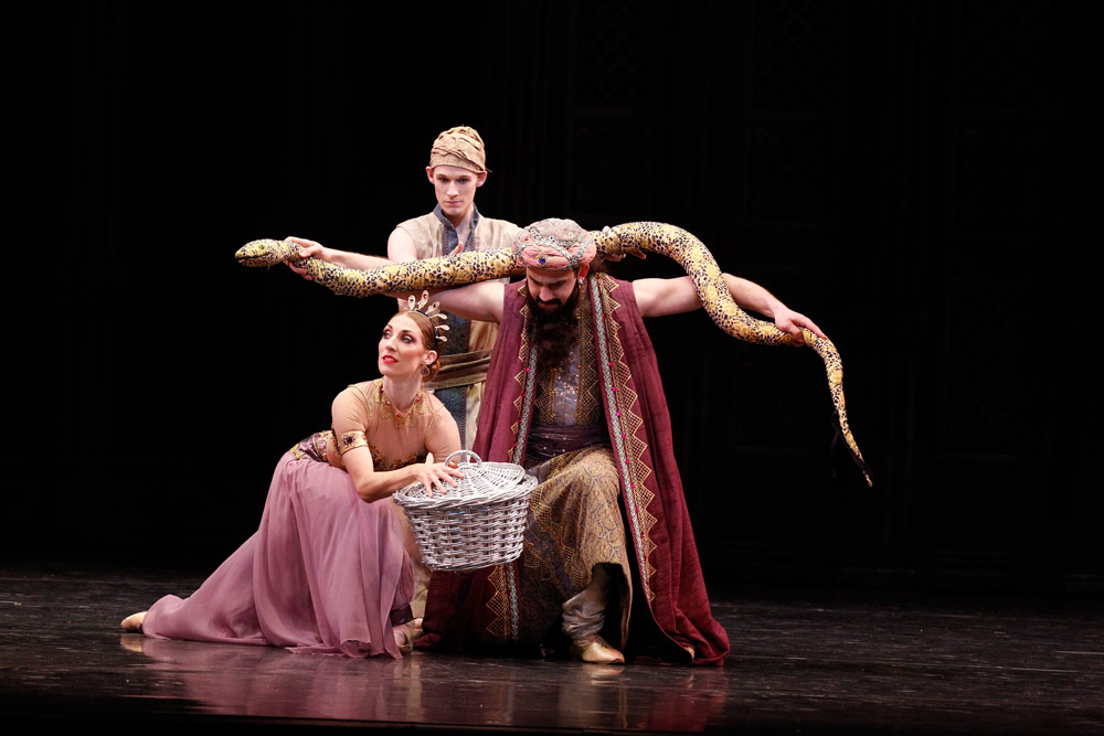 Laura Tong, Charles Thompson and John-Paul Idaszak in La Bayadère.© Jeff Busby. (Click image for larger version)
