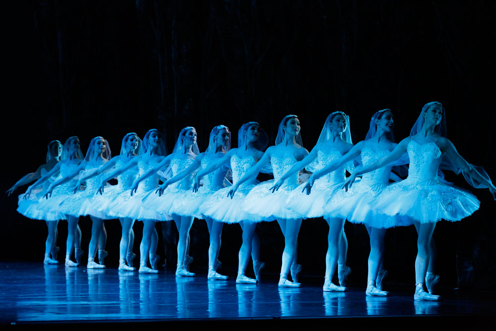 Australian Ballet in La Bayadère.© Jeff Busby. (Click image for larger version)