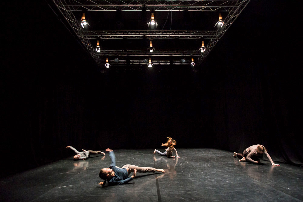 Daniela Komedera, Ania Kaminska, Kasia Pawlowska and Dominika Wiak in Maciej Kuzminski's <I>Room 40</I>.<br />© Jakub Wittchen. (Click image for larger version)
