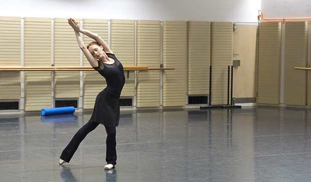 Gillian Murphy rehearsing <I>La Bayadère</I>.<br />© Kate Longley. (Click image for larger version)