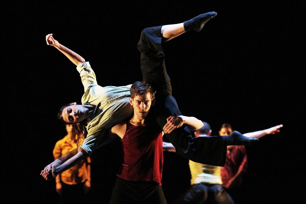 Baltic Dance Theatre in Patrick Delcroix's Clash.© K. Mystkowski. (Click image for larger version)