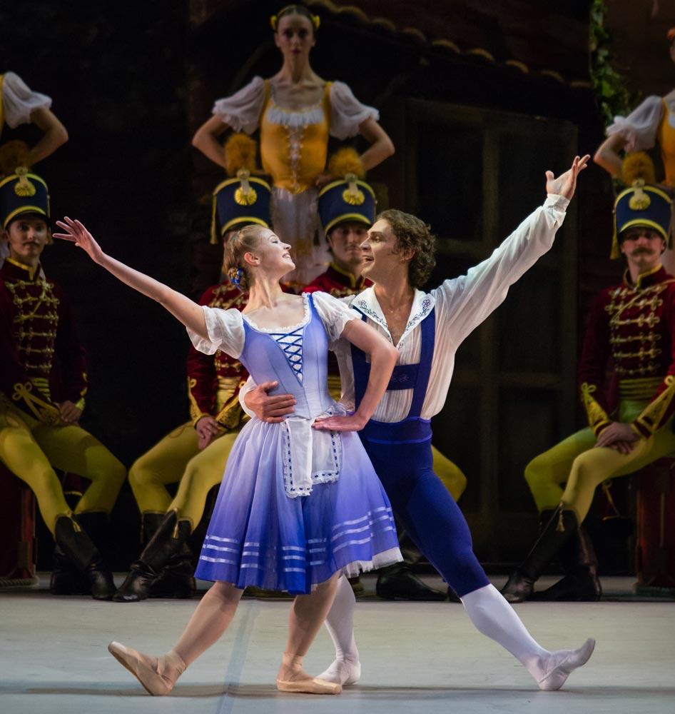 Angelina Vorontsova and Ivan Vasiliev in Le Halte de Cavalerie.© Mikhailovsky Theatre. (Click image for larger version)