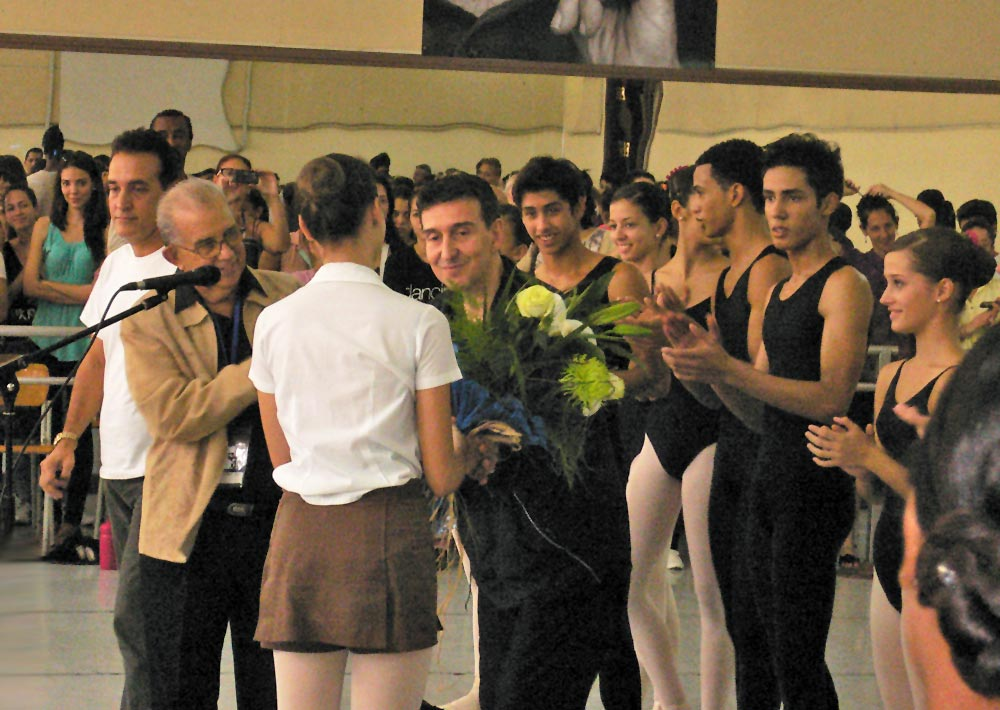 Julio Bocca at end of his master class.© Margaret Willis. (Click image for larger version)