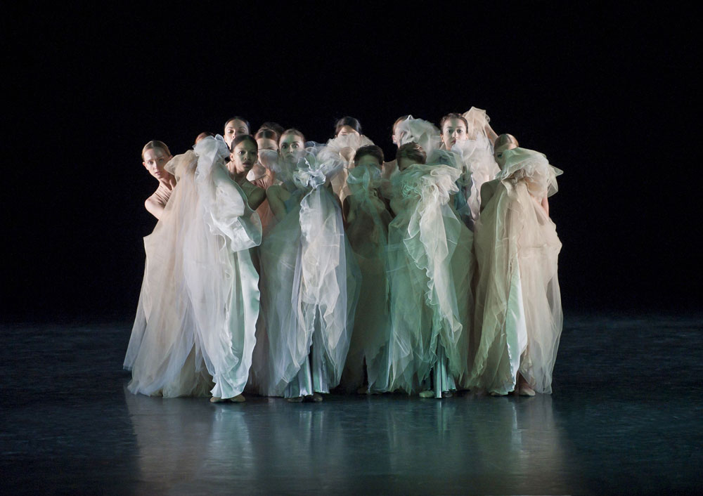 Mikhailovsky Ballet in Prelude.© Nikolay Krusser. (Click image for larger version)