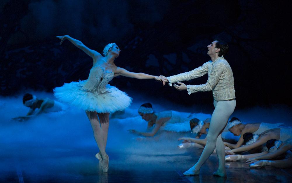 Ashley Ellis and Eris Nezha in <I>Swan Lake</I>.<br />© Rosalie O'Connor. (Click image for larger version)