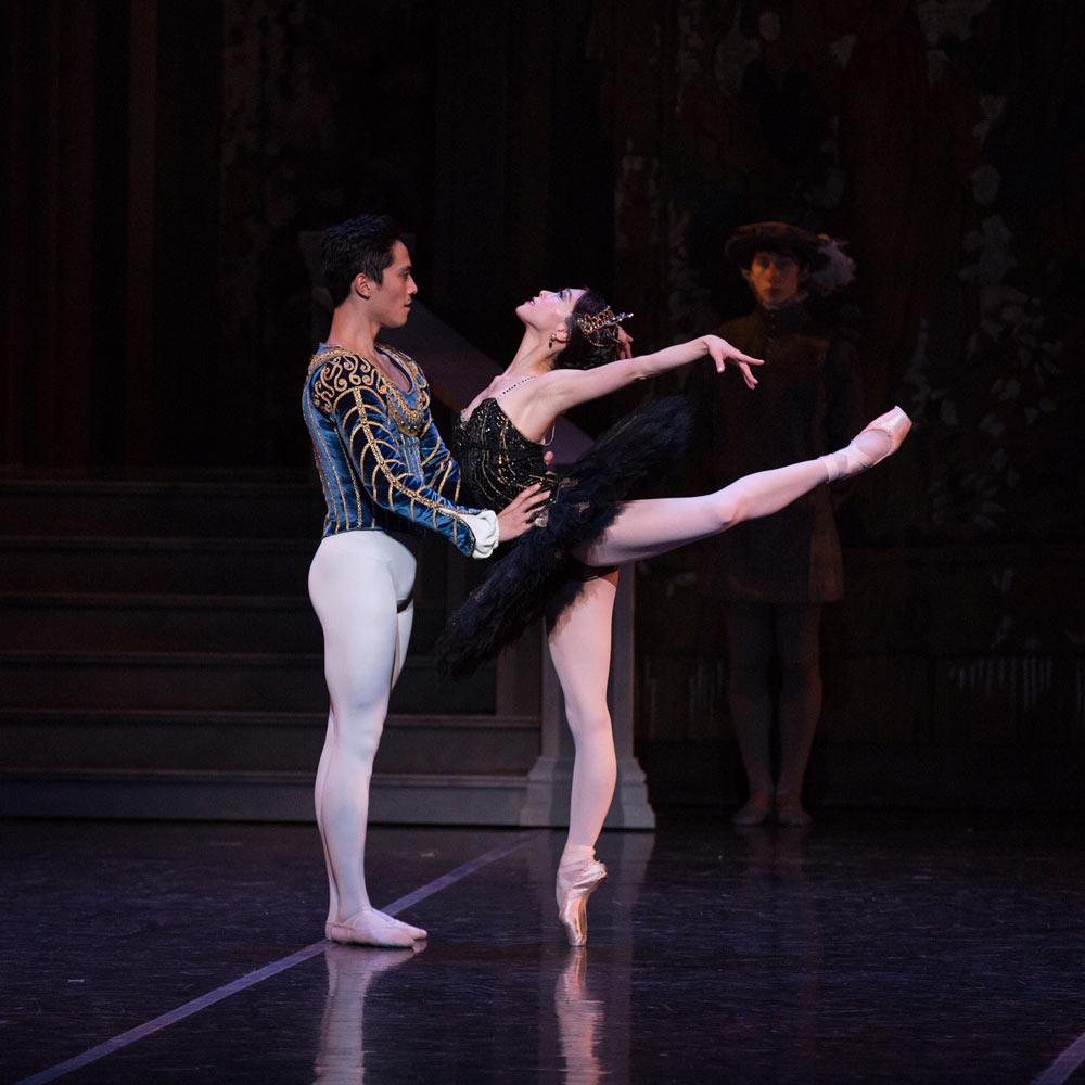 Misa Kuranaga and Jeffrey Cirio in <I>Swan Lake</I>.<br />© Rosalie O'Connor. (Click image for larger version)