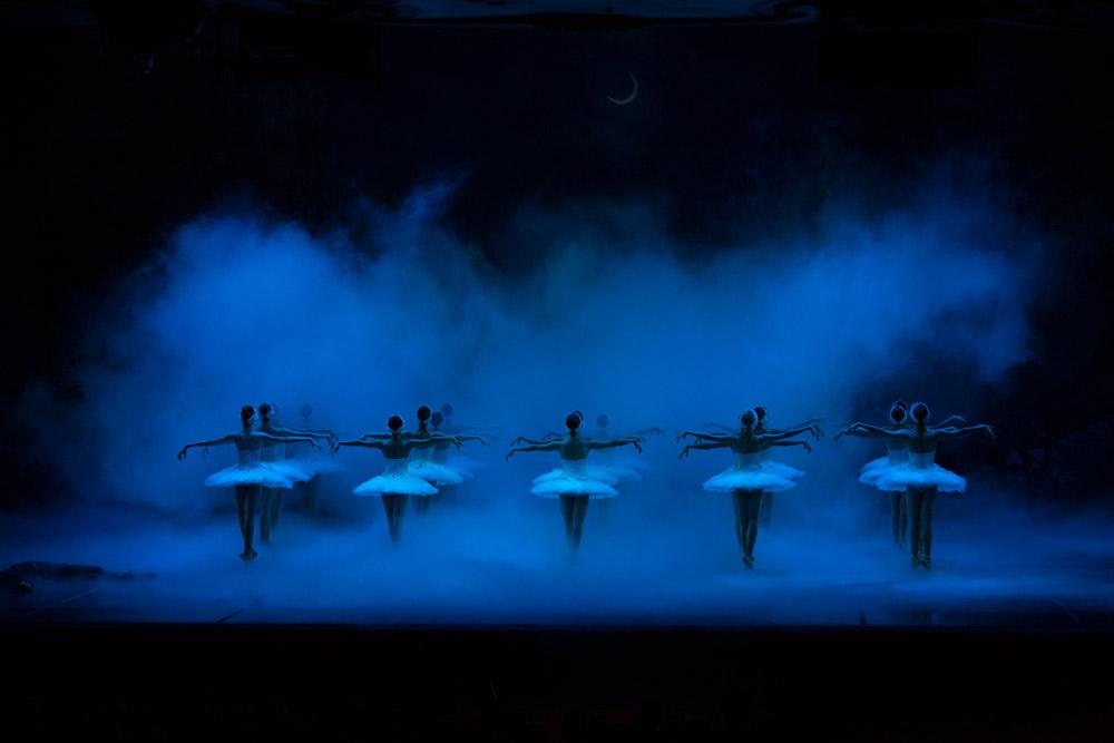 Boston Ballet in <I>Swan Lake</I>.<br />© Rosalie O'Connor. (Click image for larger version)