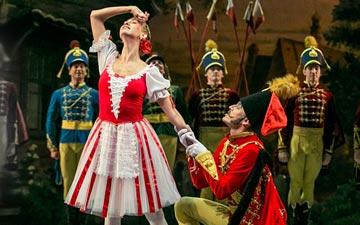 Olga Semyonova (Teresa) and Maxim Podosyonov (Cornet) in Le Halte de Cavalerie.© Sveta Tarlova. (Click image for larger version)