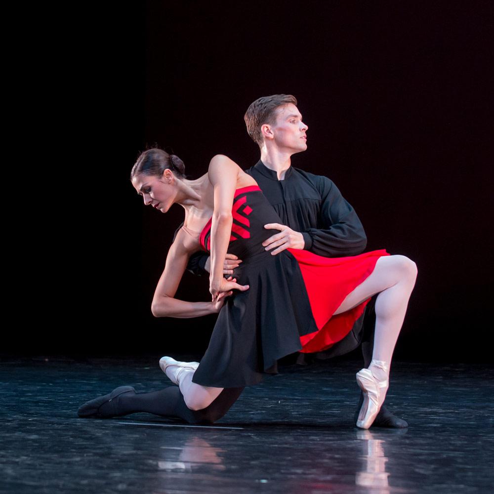Sona Kharatian and Jonathan Jordan in Hans van Manen's <I>5 Tangos</I>.<br />© Theo Kossenas. (Click image for larger version)