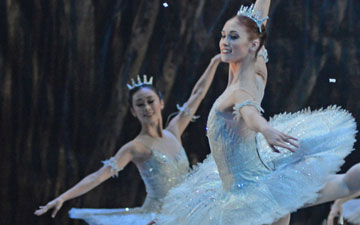 Snowflakes, led by Alison McWhinney, in Nutcracker.© Dave Morgan. (Click image for larger version)