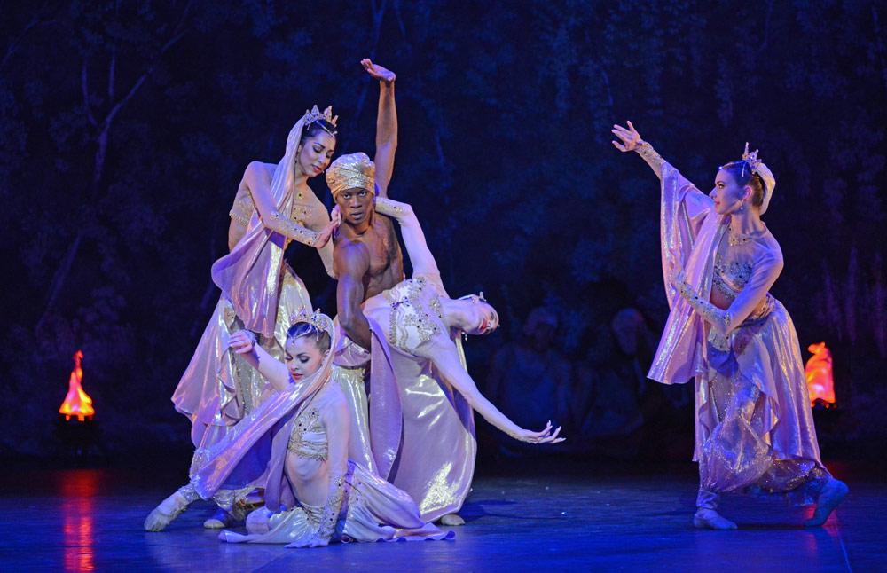 Arabian Dance: Sarah Kundi, Shevelle Dynott, Jennie Harrington, Désirée Ballantyne and Tamarin Stott in Nutcracker.© Dave Morgan. (Click image for larger version)